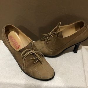 Brown leather Michael Kors bottle size 7